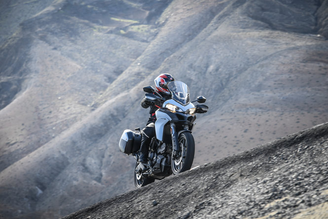 123 multistrada 950 touring pack action 35